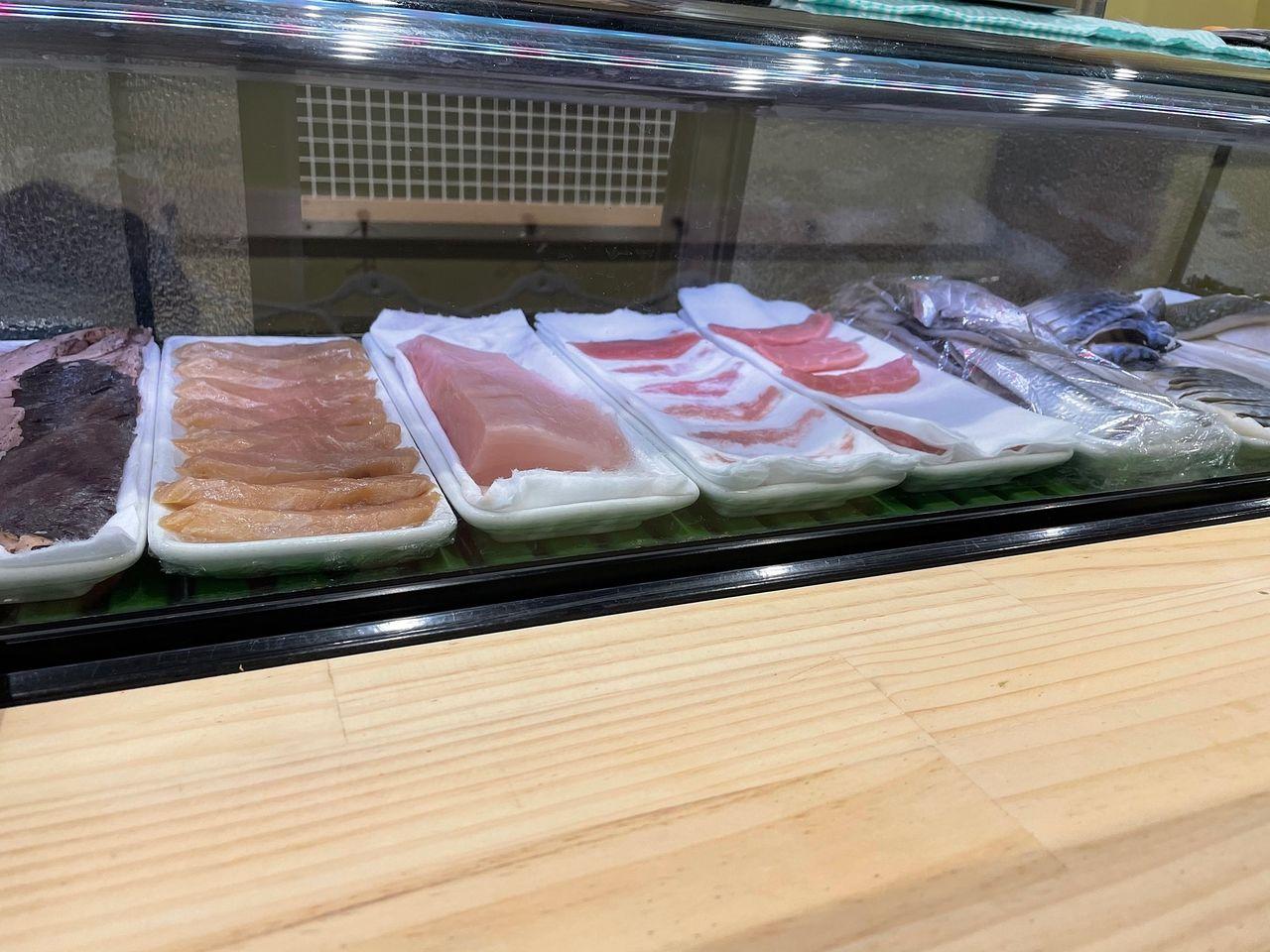 昨年八王子駅前にオープンした立ち食い寿司「四十五寿司 (ダリメスシ)」さんへ訪問!